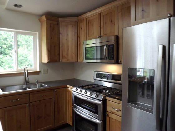 Backsplash for knotty alder cabinets 2015 home design ideas for Alder shaker kitchen cabinets